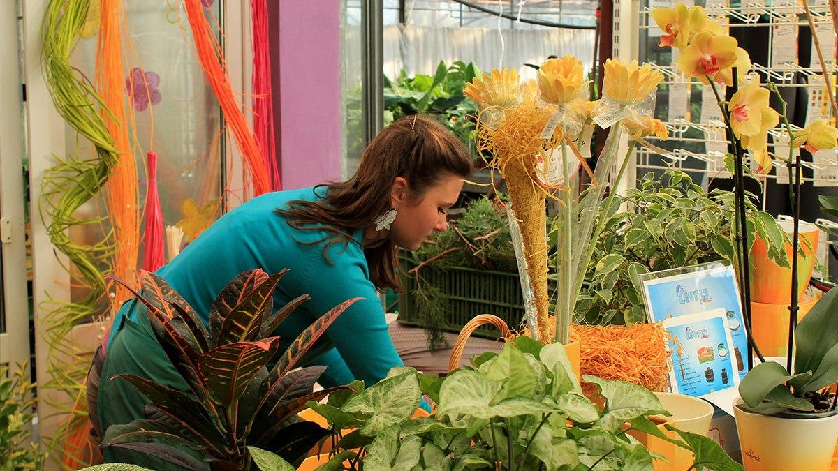 studentka v květinářství